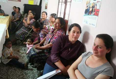 Mujeres reciben taller sobre equidad