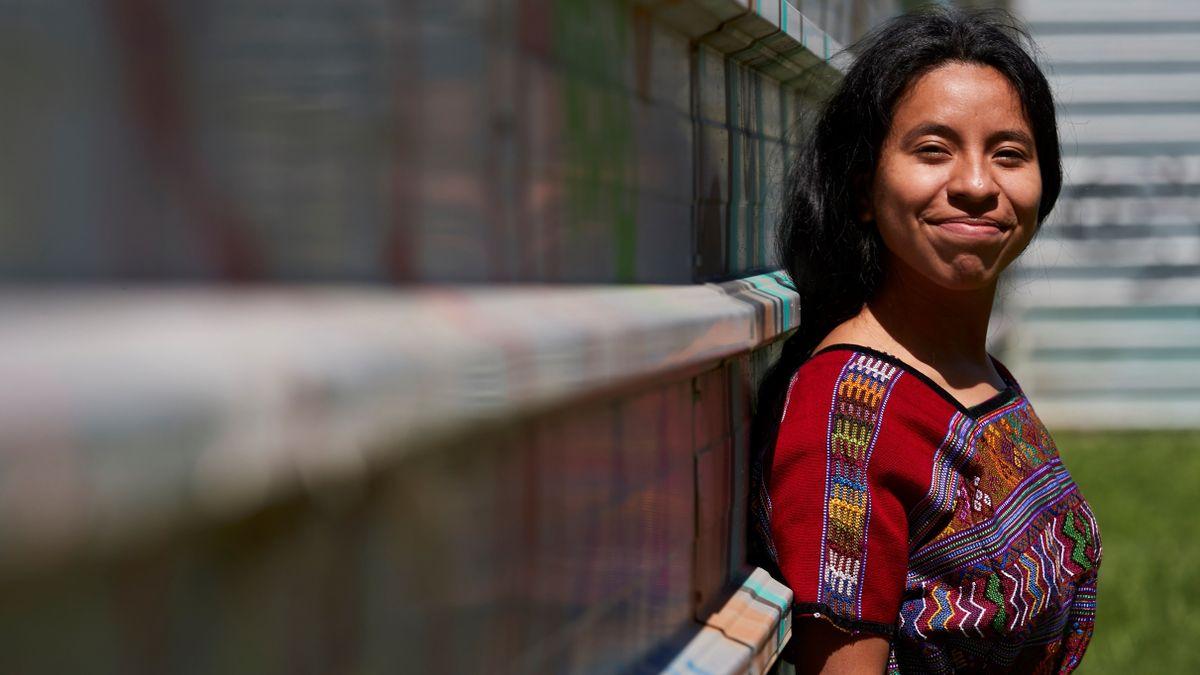 La cantante maya Sara Curruchich: «Estar aquí representa caminar contra un sistema racista».